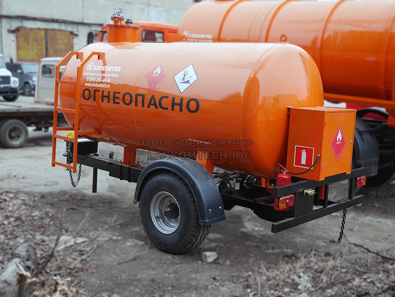 Полуприцеп-цистерна тракторный топливозаправщик ЛКТ-4ТЗ